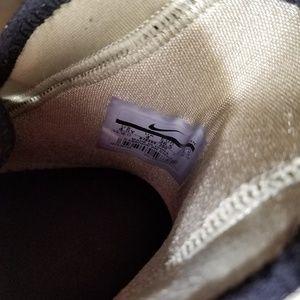 Nike Shoes - Boys Lebron Nike Zoom sneakers